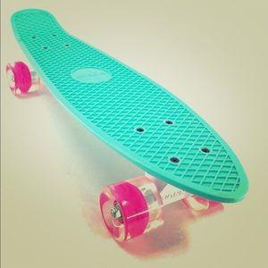 """22"""" mini skateboard slightly used"""